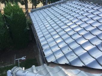 銀色の瓦屋根