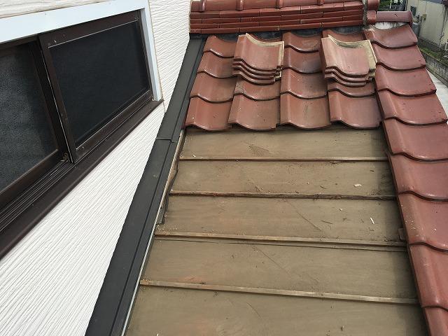 天窓設置部分の瓦を外した状態