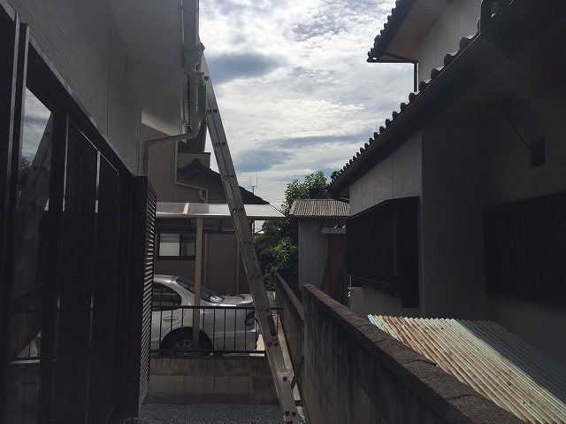 高崎市にて天窓を取り付けるための梯子