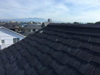 黒色のコロニアル屋根
