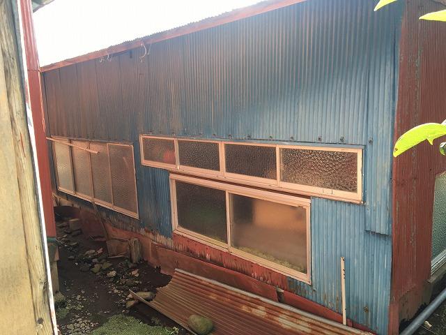 前橋市の劣化したトタンが張られている倉庫