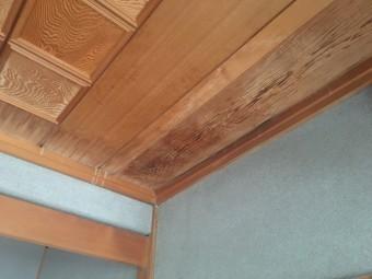 雨漏りの症状が見られる天井