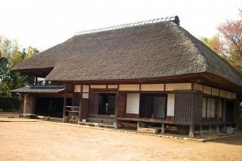 草や藁で造られた茅葺屋根