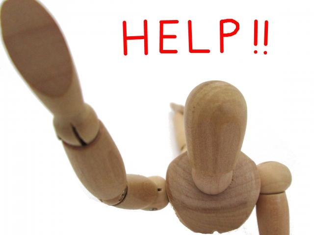助けを求めるポーズの人形