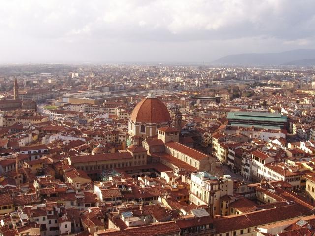 空から見たイタリアの町全体の風景