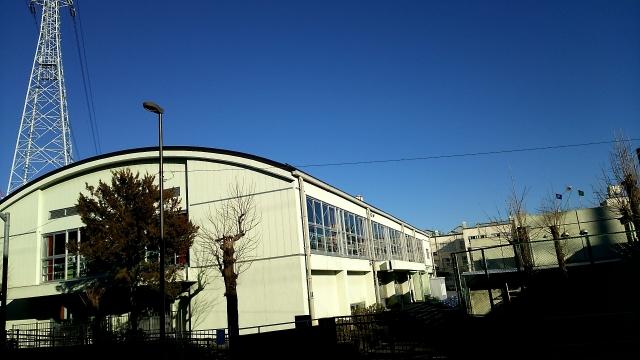 かまぼこ屋根が使われている体育館