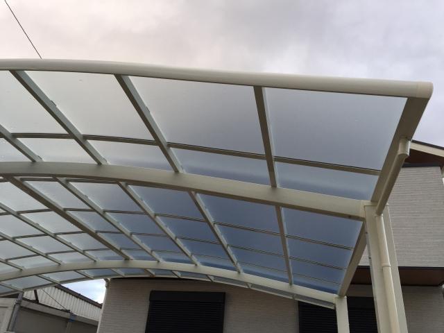 アール屋根のカーポート