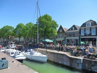 オランダの水路沿いの住宅街