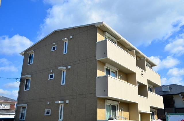 三階建てのアパート