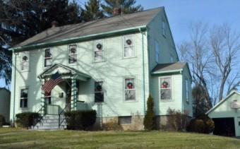 緑色の外壁のお家