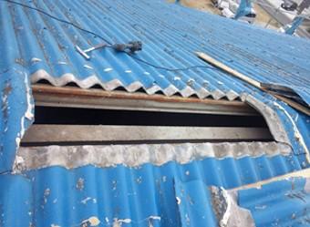 傷んだ箇所を切り取った屋根